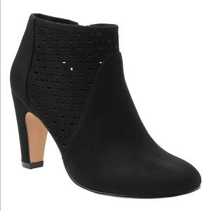 XOXO Judson Black Zip Ankle Fashion Booties